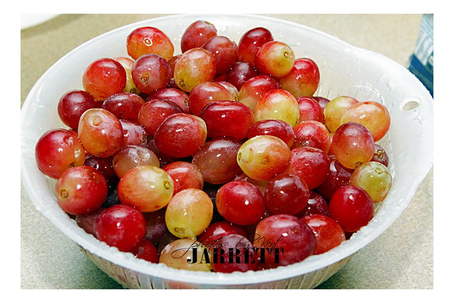 3 lbs grapes